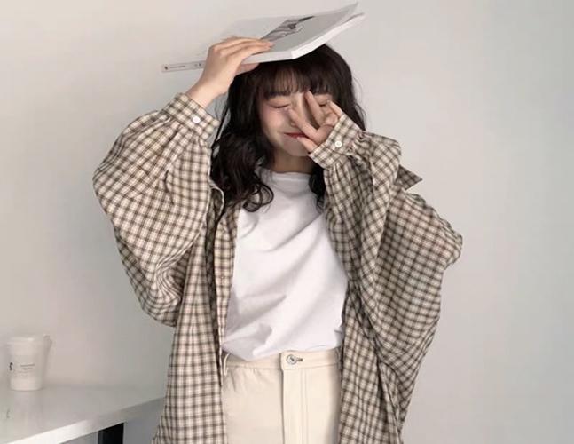 Không chỉ áo phông mà các mẫu sơ mi Quảng Châu cũng được may theo form freesize.